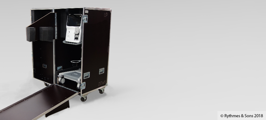 Flight-case cabinet with ramp